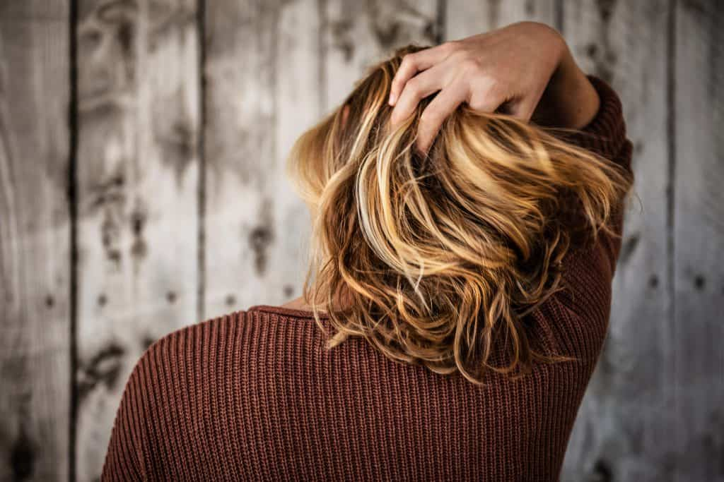 31 Best Home Remedies For Oily & Greasy Hair